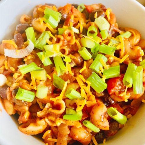One pot vegan chili mac